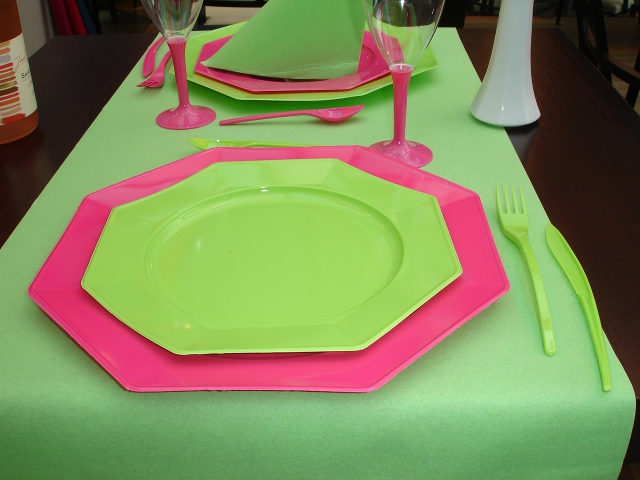assiette octogonale en plastique petit mod le pour d corer votre table. Black Bedroom Furniture Sets. Home Design Ideas